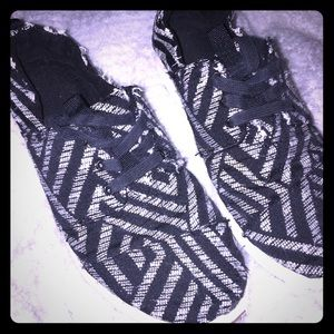 TOMS CulturalPattern Black and White Lace Sneakers
